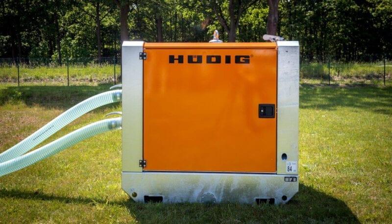 Fremviser en dieseldrevet vakuumpumpe fra Hüdig