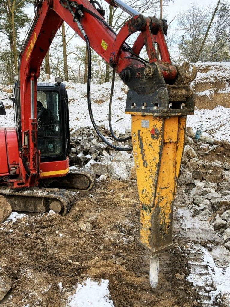 Nedbrydning med Indeco hydraulikhammer HP 400